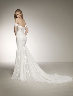 DAVINIA-by-Pronovias-Wedding-Dress.jpg