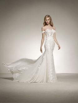 DAVINIA-Pronovias-Wedding-Dress.jpg
